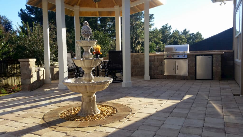 Hardscape Outdoor Kitchen and Dining